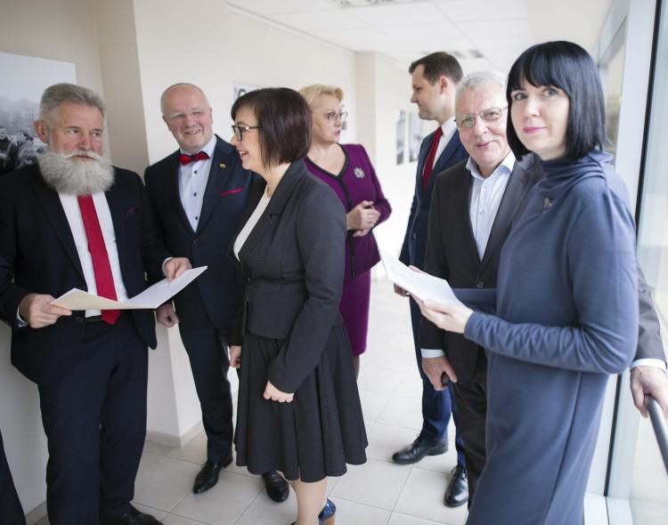 Seimas palankiai vertina socialdemokratų siūlymą dėl pradinukų priežiūros per karantiną